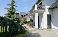 Suessling Terrasse App 3 mit Garten